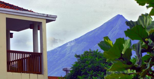 Gunung itu selalu di depan mata, namun hanya impian belaka.