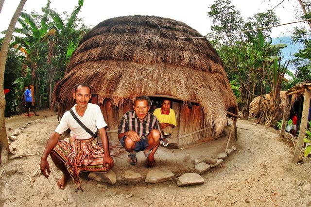 Rumah bulat salah satu rumah adat di Pulau Timor (dok.pri)