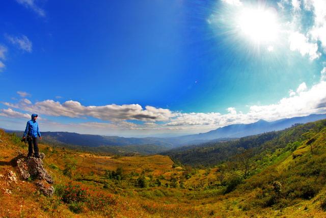 Dari Kilo 12, bisa memadang panorama lansekap gunung Mutis (dok.pri).