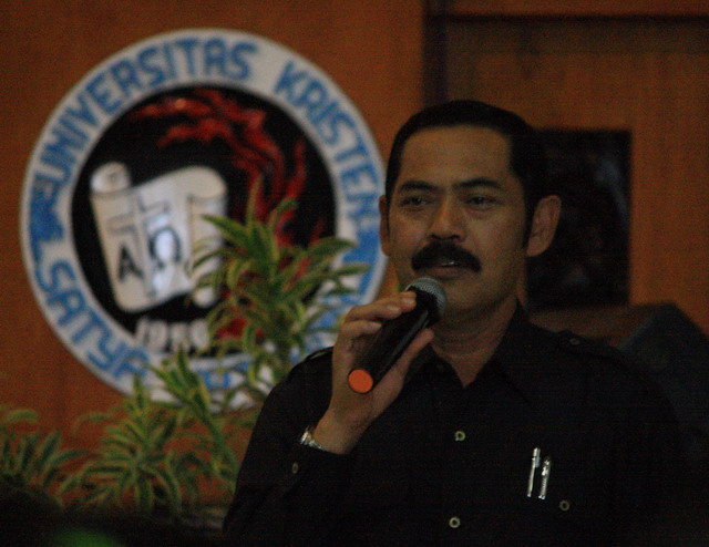 FX. Hadi Rudyatmo mantan preman yang jadi superman saat mengawali talk show di BU UKSW, Salatiga (dok.pri).