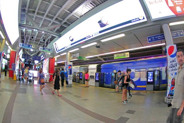 Stasiun kereta yang bersih dan rapi (dok.pri).