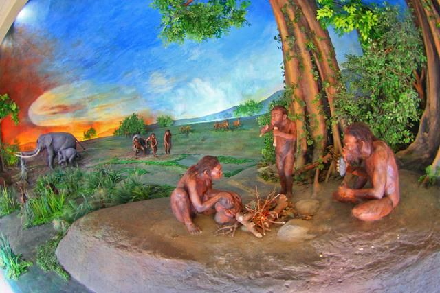Dioaram yang menggambarkan kehidupan manusia purba. Diorama ini ada di klaster Dayu (dok.pri).