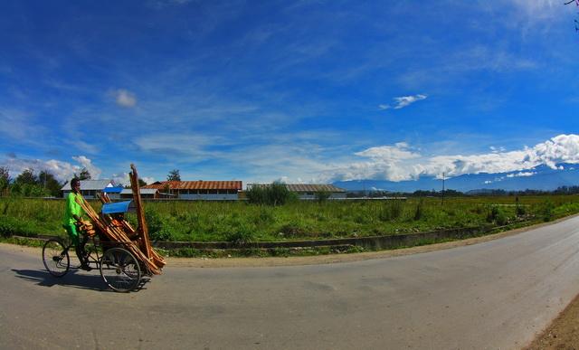 Raja jalanan di Papua, karena sepi.